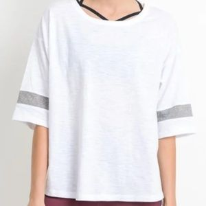Sporty-chic Tshirt with  stripe accent round neck